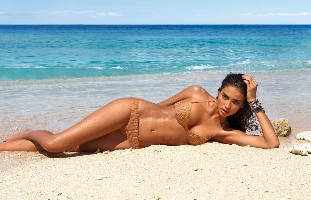 Пляж девушки дикий фото