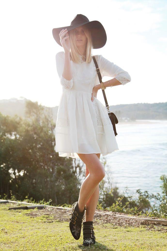 Поради стилістів  як і з чим носити літні чоботи » Світ очима жінки 4951141810ac8
